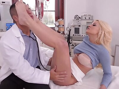 XXX toe sucking and footjob amulet flick with beauteous bombshell Sienna Go steady with